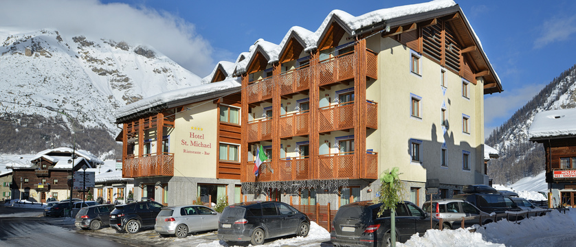 italy_livigno_hotel-st-michael_exterior2.jpg